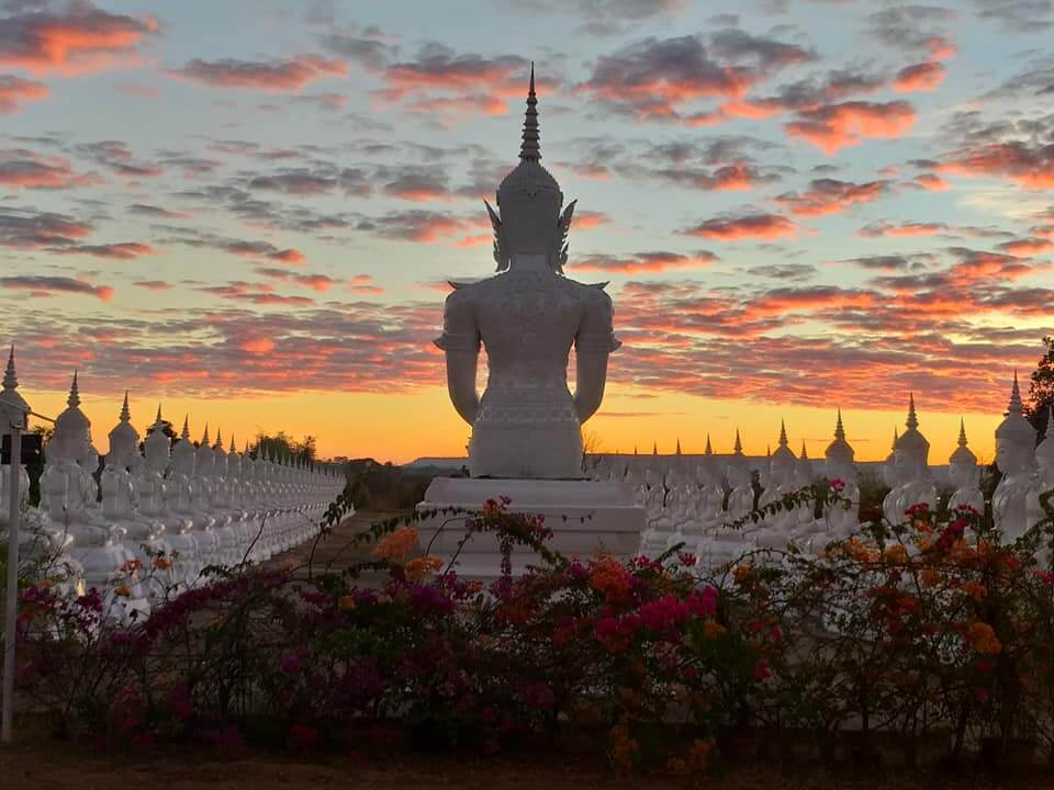ภาพถ่ายพระพุทธบาทช่วงเย็นพระอาทิตย์ตกดิน