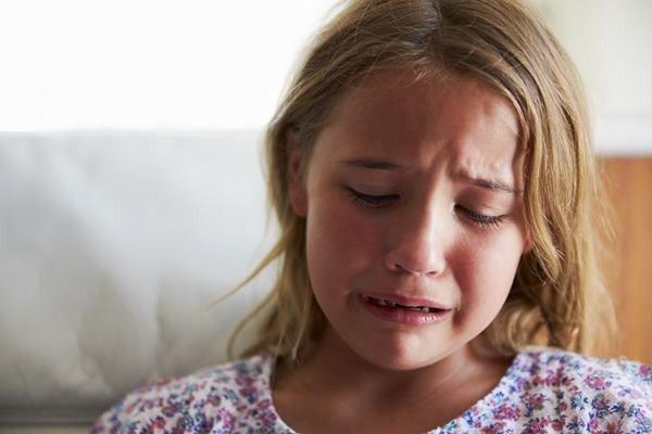 เด็กกำลังร้องไห้