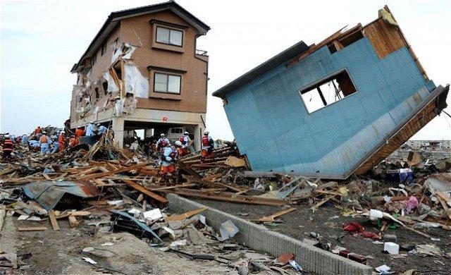บ้านพังทลายจากเหตุแผ่นดินไหว