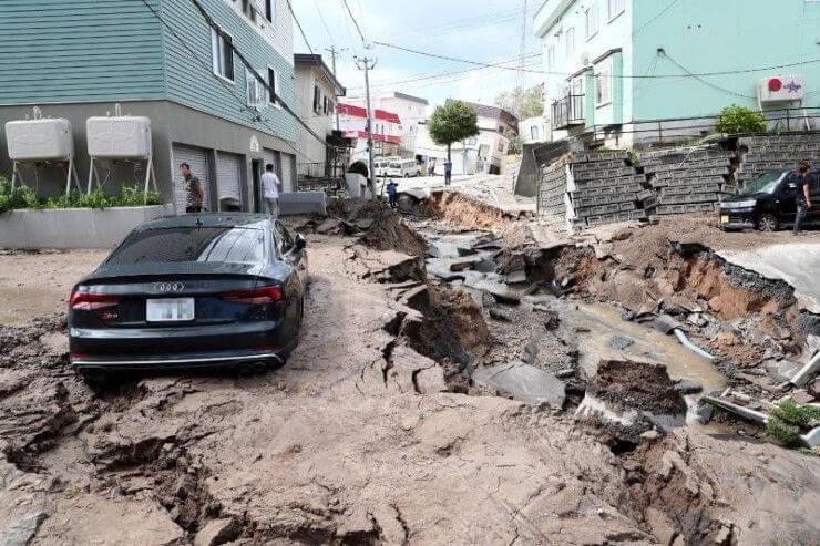 ภาพแผ่นดินไหว บ้านรถเกิดความเสียหาย