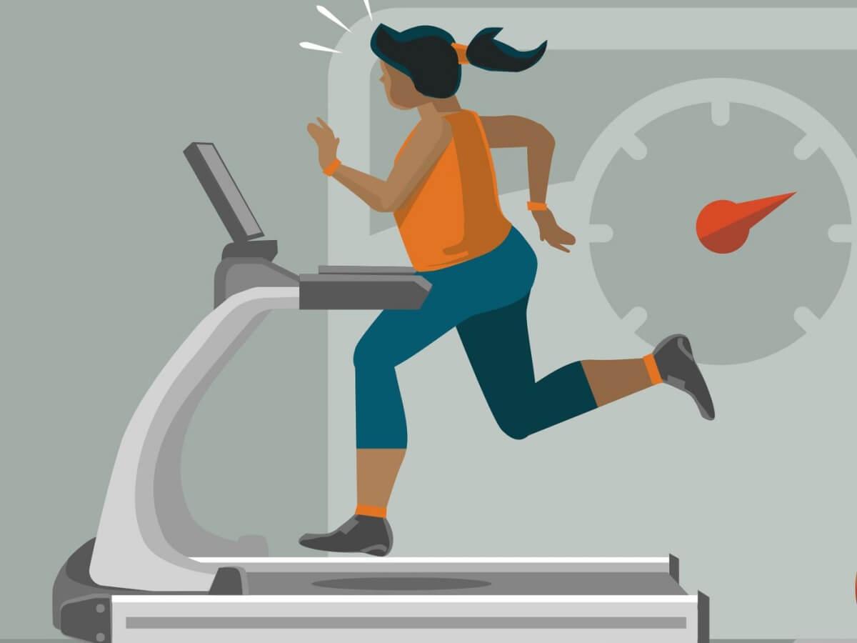 ผู้หญิงกำลังวิ่งอยู่บนลู่วิ่ง