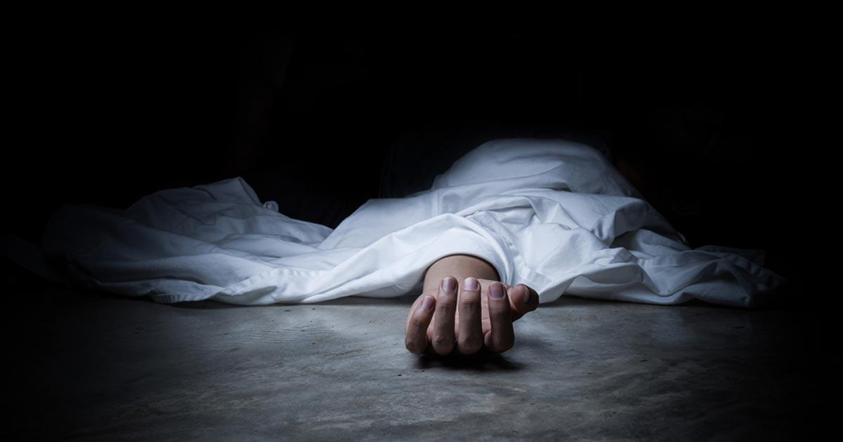 คนตายนอนอยู่บนพื้น