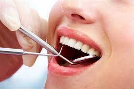 คนไข้กำลังถอนฟัน