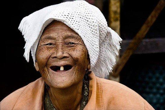คุณยายฟันหักหมดปาก