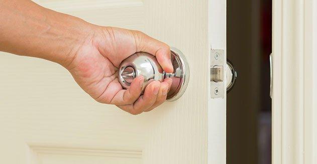 บิดลูกบิดประตู