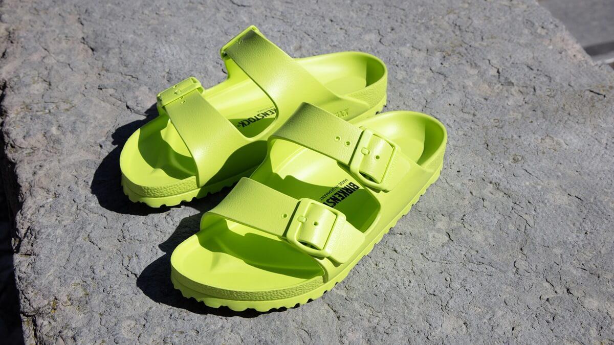 รองเท้าแตะสีเขียว