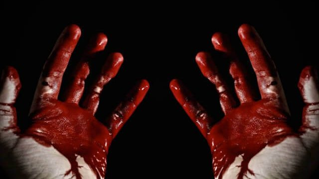 มือเปื้อนเลือด